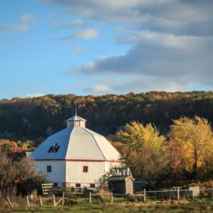 Round barn, Ontario – Ellie Kennard 2013